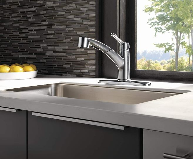 Delta's Collins Kitchen Faucet with Pullout Sprayer, Arctic Stainless