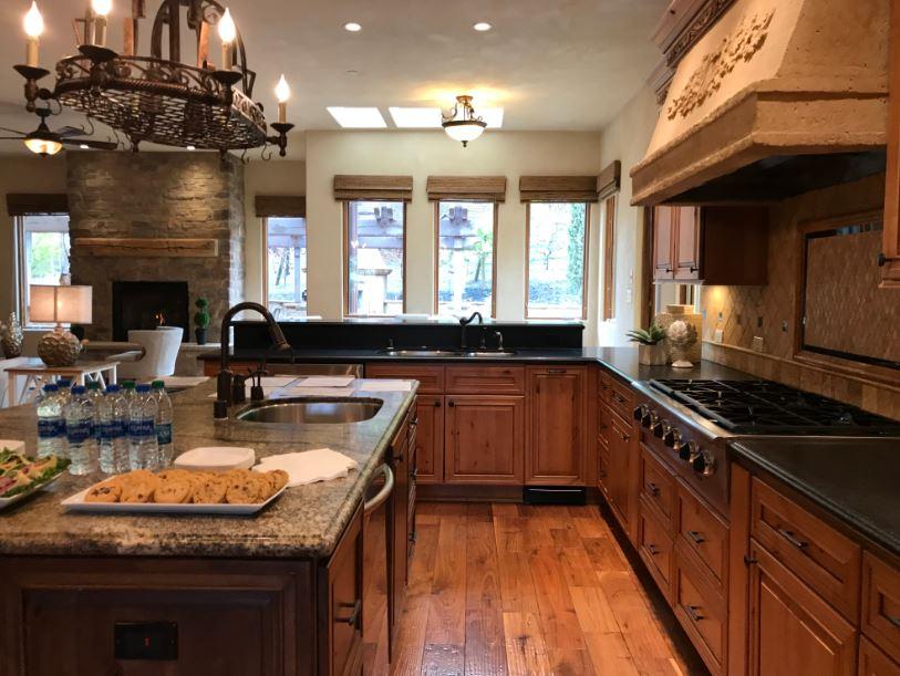 A craftsman kitchen with rough stone backsplash