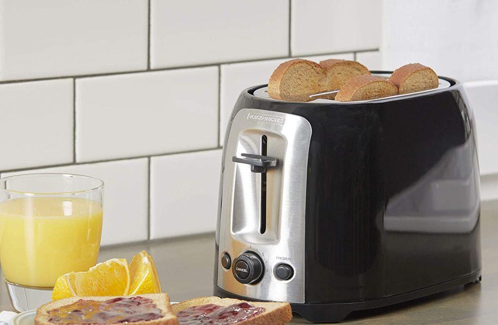 Black+Decker's 2-slice extra wide slot toaster