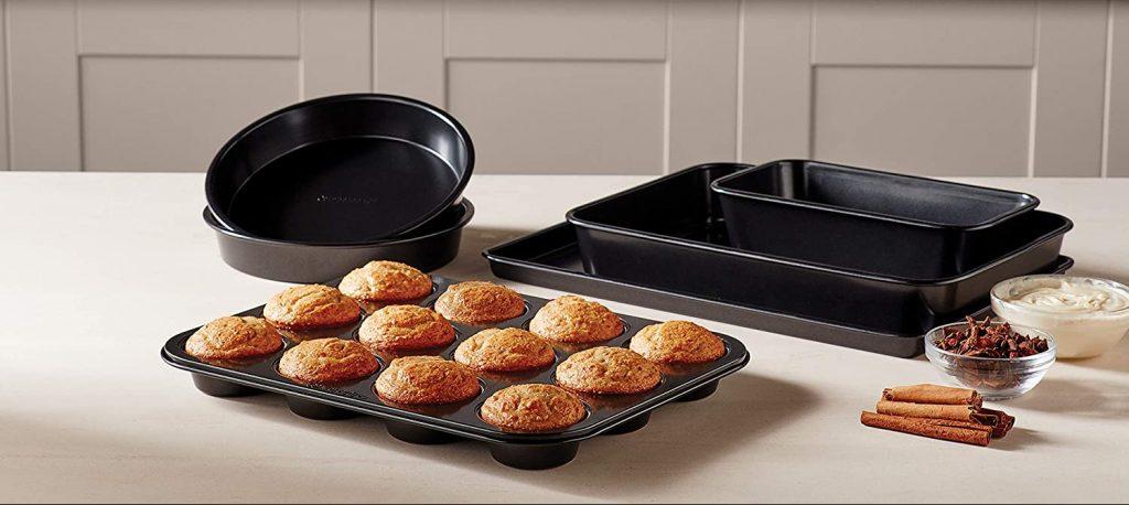 Calphalon's 6-piece nonstick bakeware set