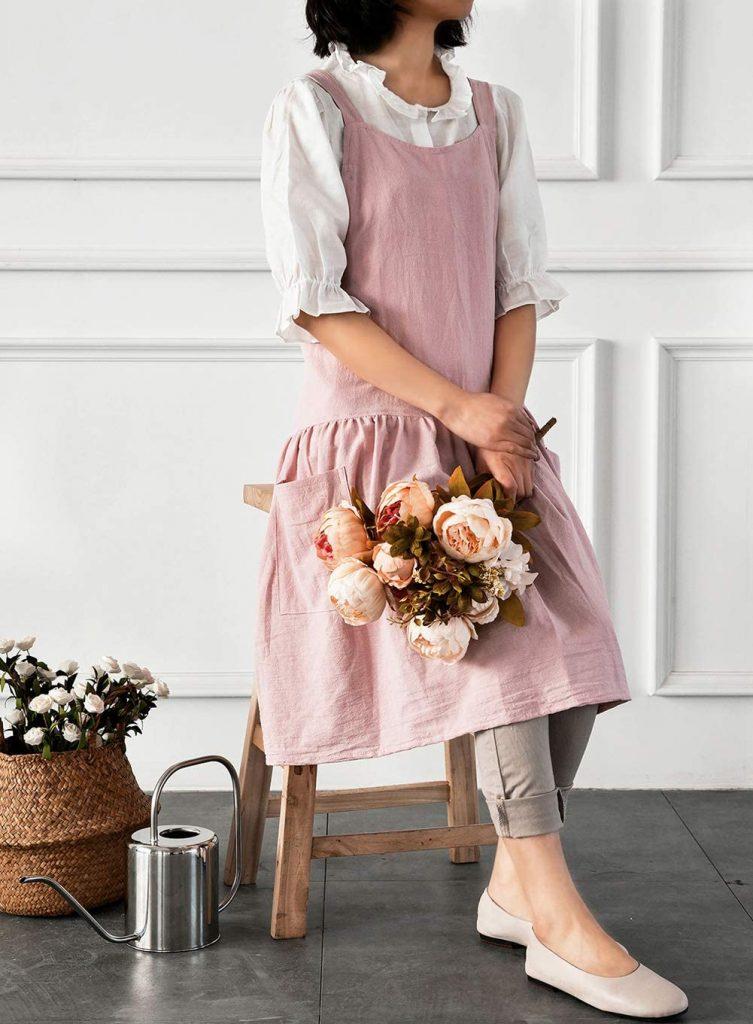 Newgem's cotton-linen blend crossback apron