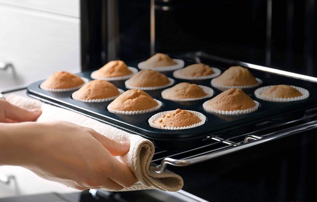 NutriChef's carbon steel bakeware set