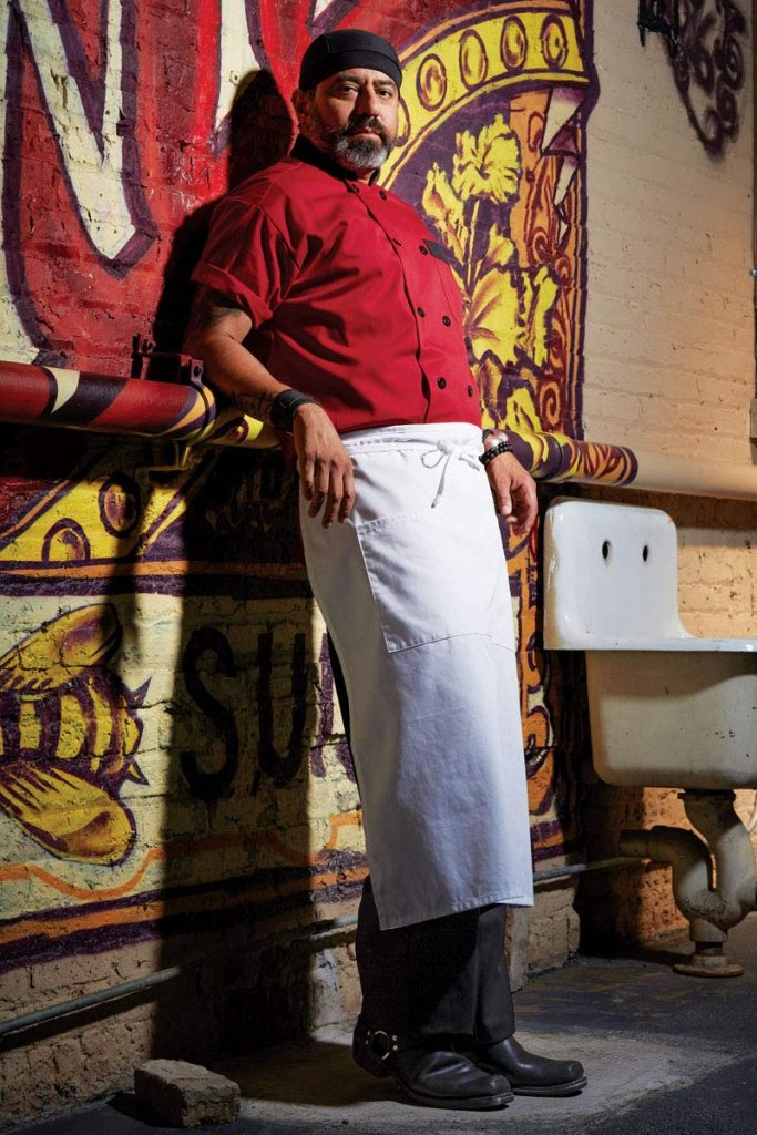Uncommon Threads' unisex classic bistro apron with 3-section pocket