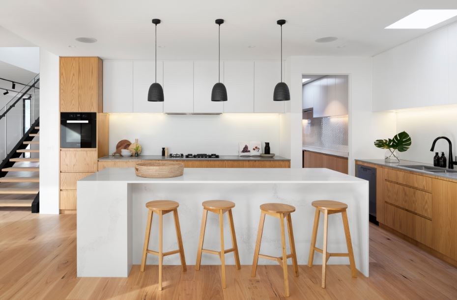 minimalistic kitchen with continuous rail cabinets