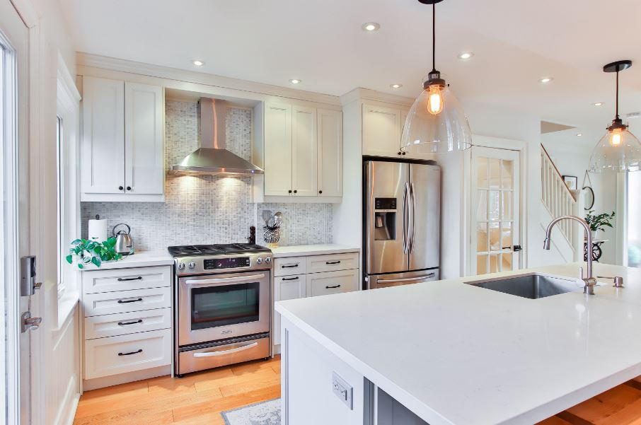 modern kitchen features knobs mounted in a traditional manner