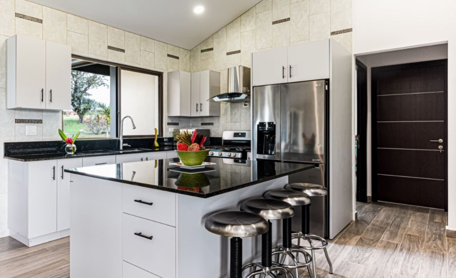 modern kitchen with black matte bar pulls on white cabinetry